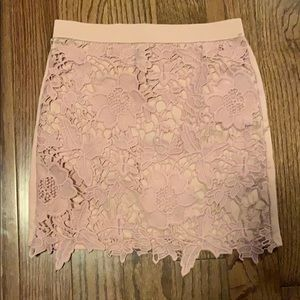 Size 0 American eagle baby pink skirt.